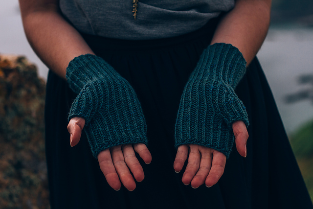 Pembroke Bay Mitts by Fiona Alice