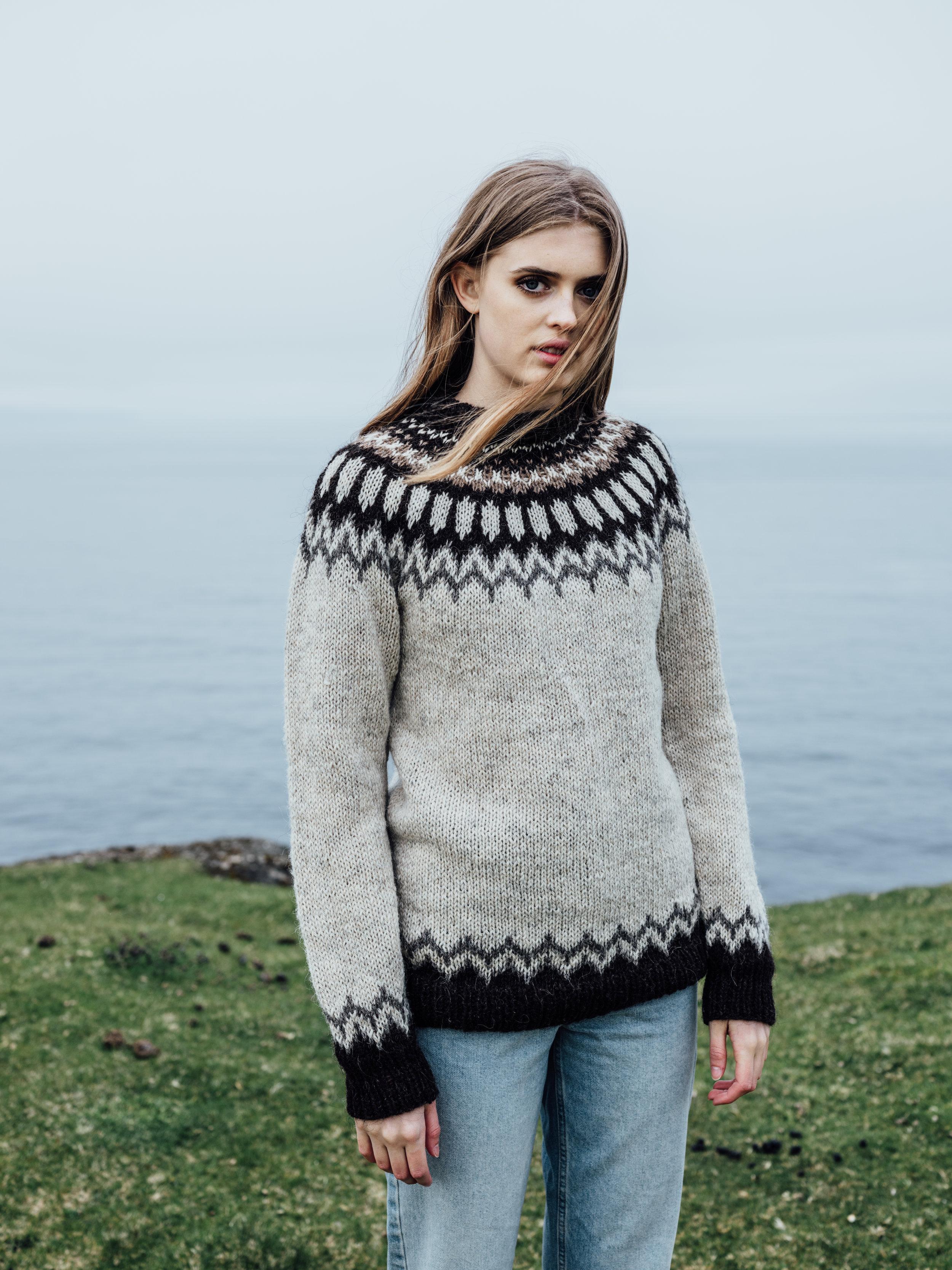 Troyggja Við Mynstur (Sweater with Round Pattern)