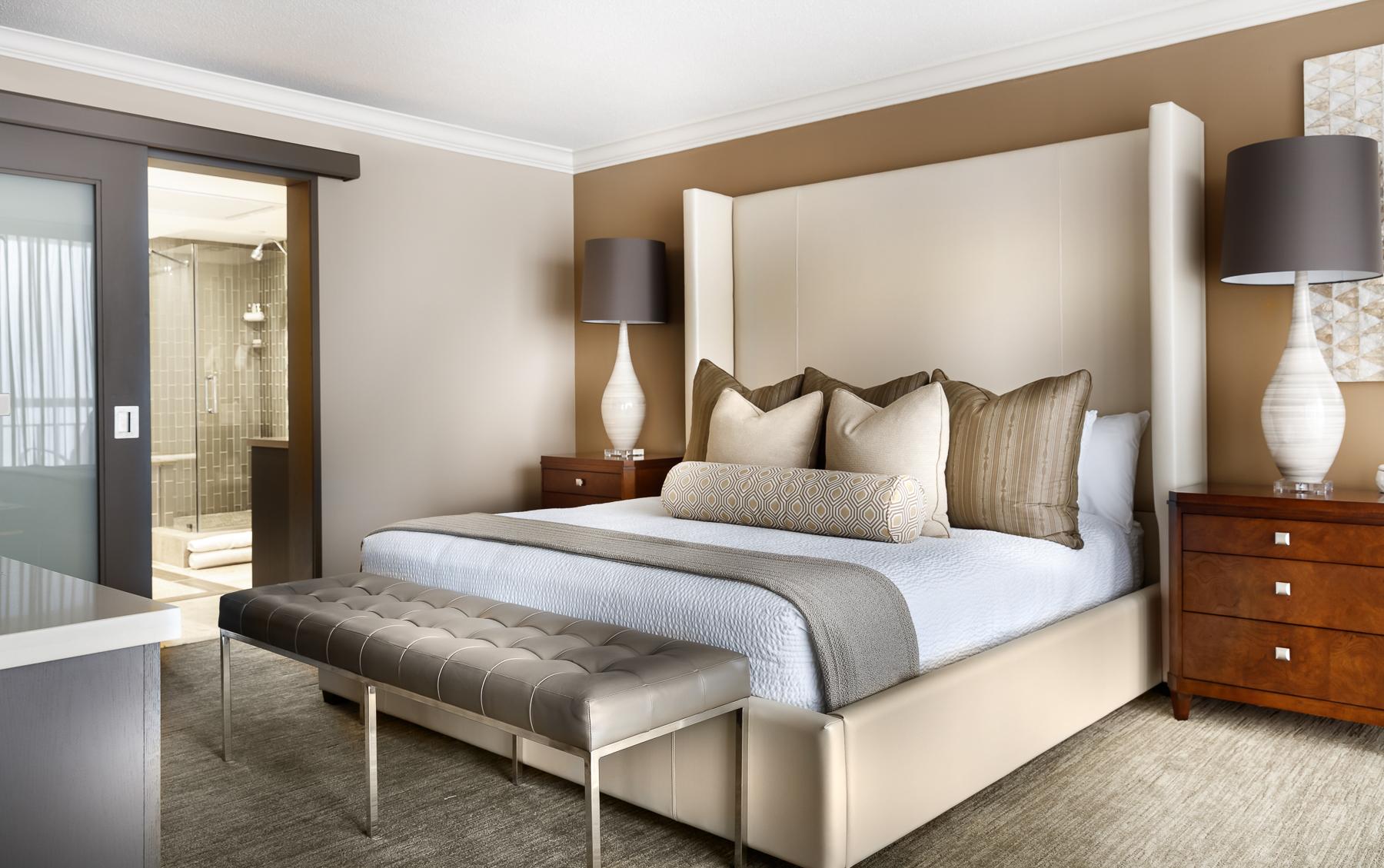 Presidential_suite_bed.jpg