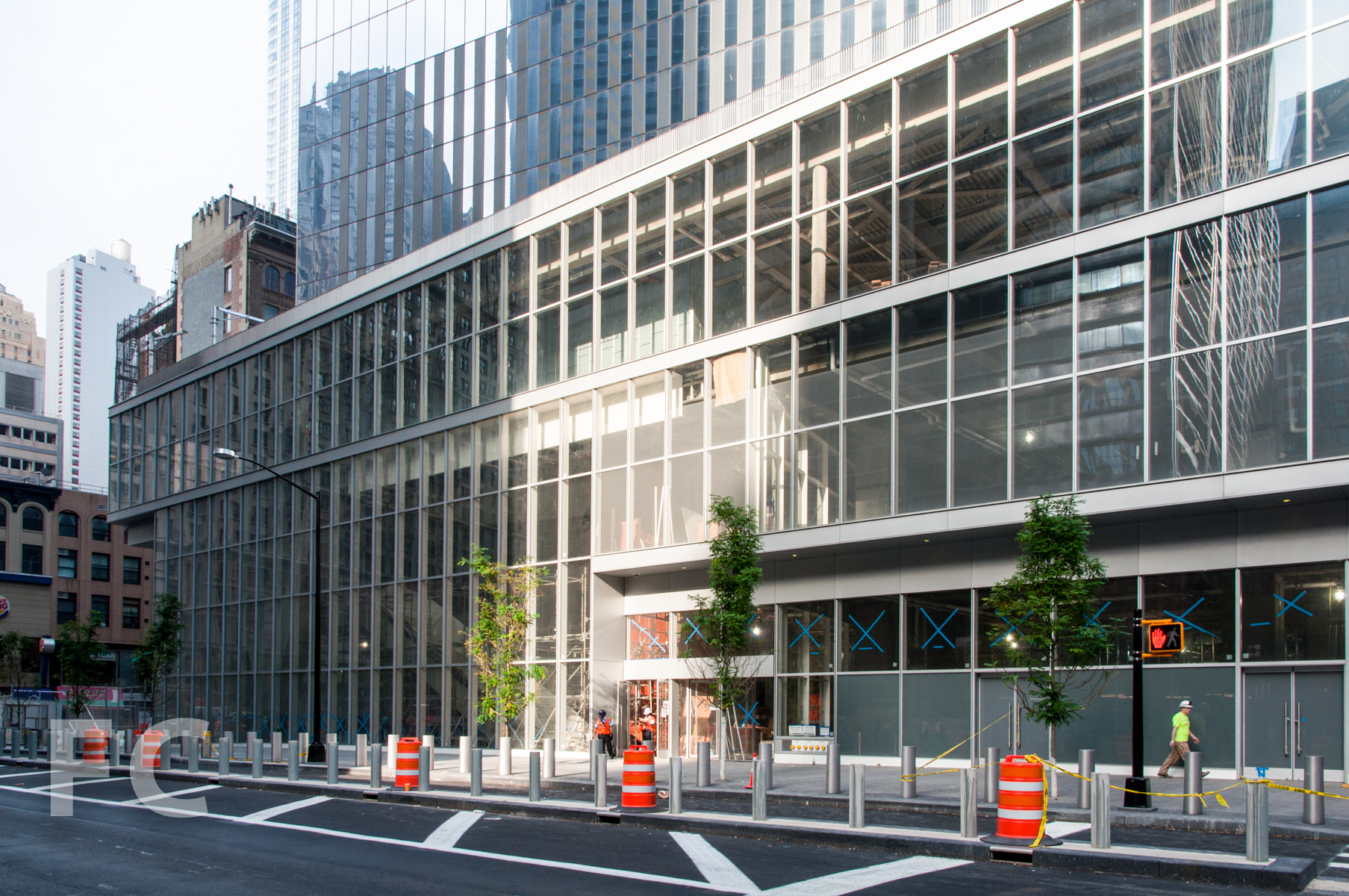 The retail podium of 4 WTC from Church Street.