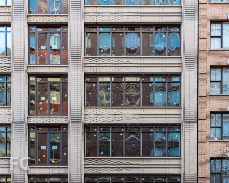 South façade detail.