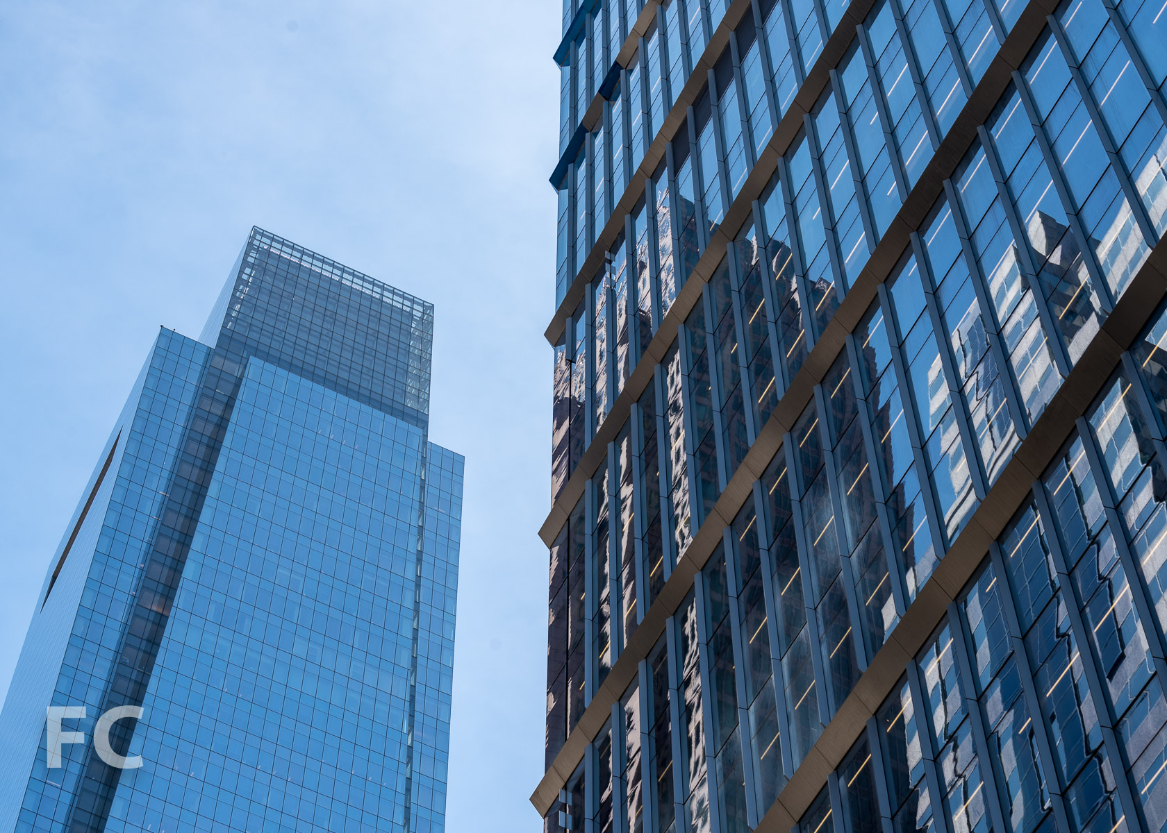 Close-up of the north tower facade (right) and the west facade of the Comcast Tower (left).