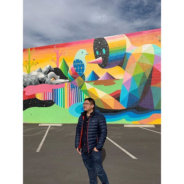 I love that Las Vegas uses buildings as canvases for the arts. Skip the strip and check out the murals downtown! The scale is pretty epic. Thanks @ejdjej for always posing as my scale figure. 😘 #lasvegas #okudart