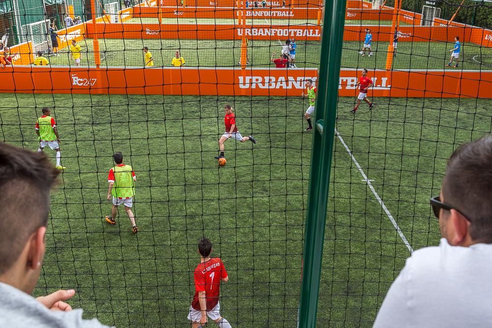 Scène de jeu pendant le tournoi de football. Brésil en privé.  2014.© Sébastien Borda