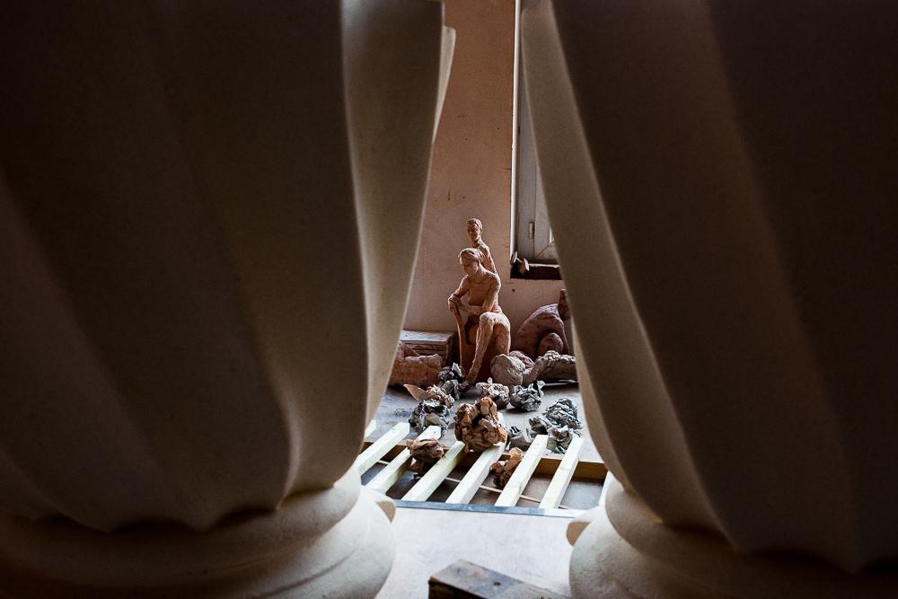 Sculptures à l'intérieur de l'atelier. Atelier Prométhée. © Sébastien Borda