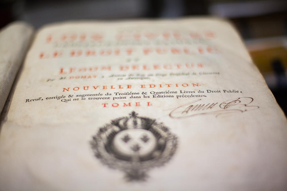 Première page d'un livre de droit civil du 19ème siècle, en attente de reliure© Sébastien Borda