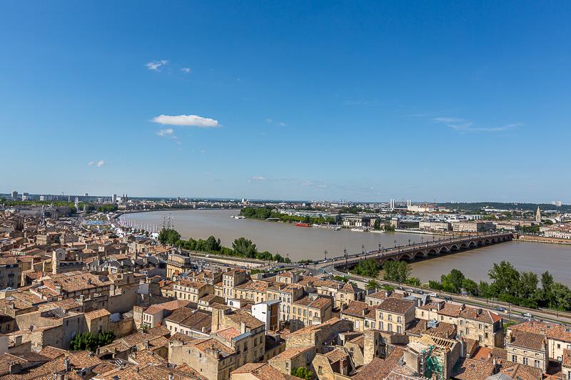 Vue sur la Garonne et le pont de pierre depuis la flèche de l'église Saint-Michel. © Sébastien Borda