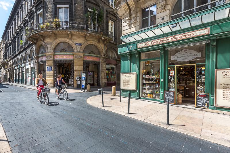 Boutiques du centre ville de Bordeaux. © Sébastien Borda