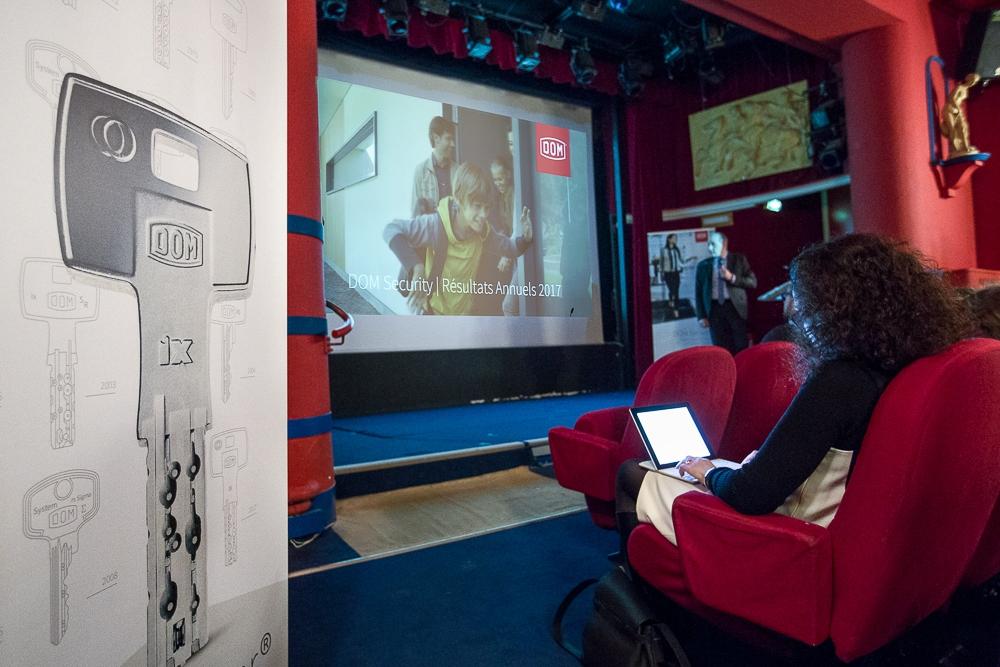 Présenttaion des résultas annuels pendant un événement d'entreprise. © Sébastien Borda | www.sebastienborda.com