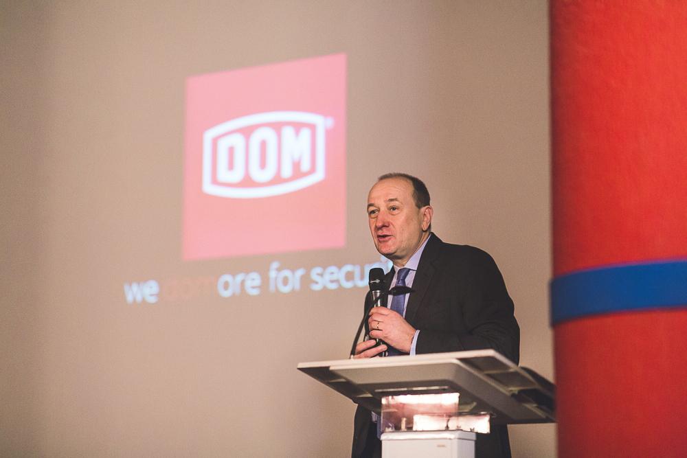 Discours d'un dirigeant pendant un événement d'entreprise à Paris. © Sébastien Borda I www.sebastienborda.com
