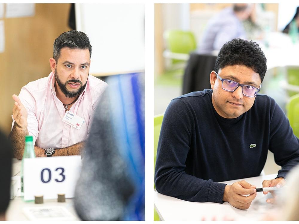 Discussions pendant un événement team building d'une entreprise.© Sébastien Borda I www.sebastienborda.com