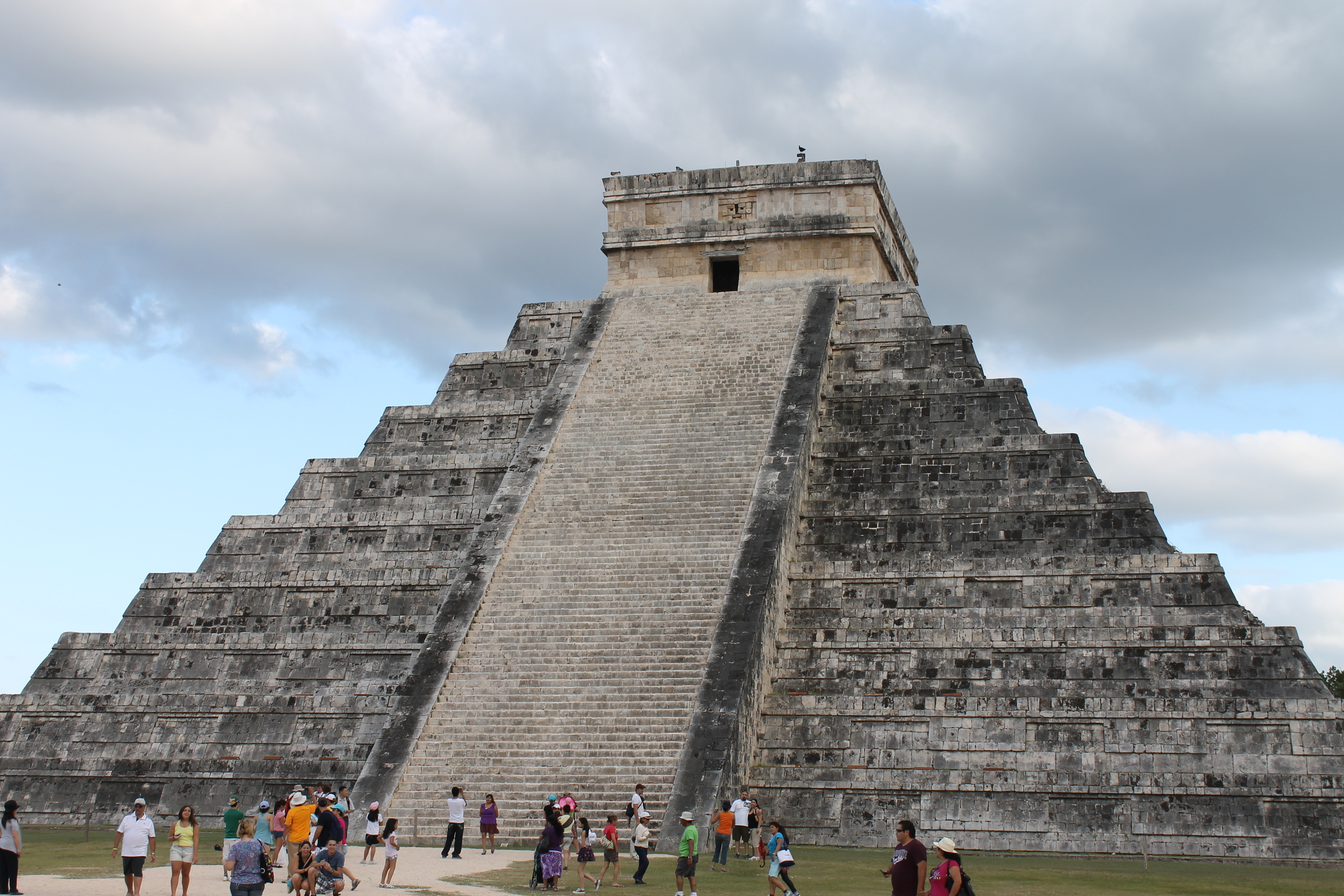 El Castillo, the most popular and iconic building at Chichen Itzá, Yucatán, México