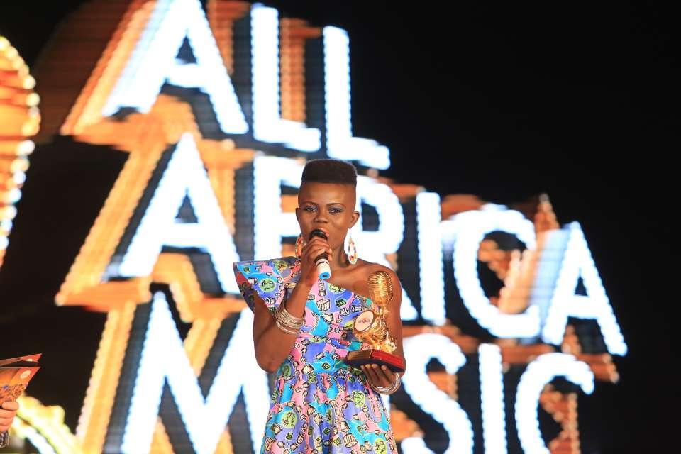 Wiyaala-with-her-trophy-at-AFRIMA-2014.jpg