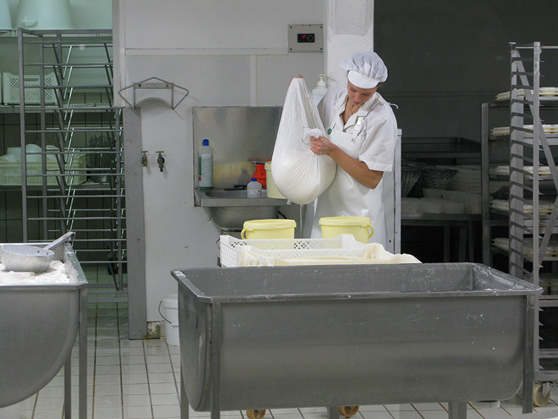 Pre-straining curds