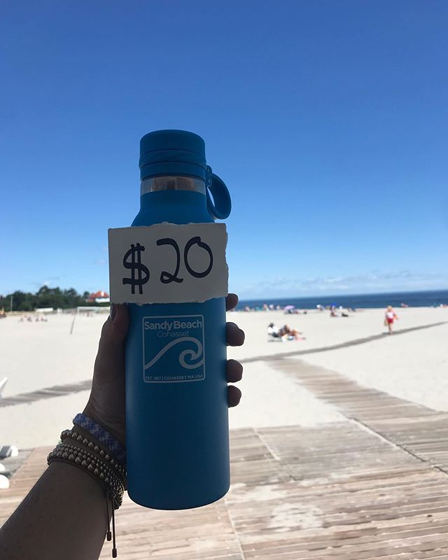 As Summer comes to an end we have the perfect back to school item for you! Come to the bathhouse to get a new water bottle!!! They are $20 and they come in navy and turquoise! #summer #sandybeach #summermemories #waterbottle #navy #turquoise #dank!