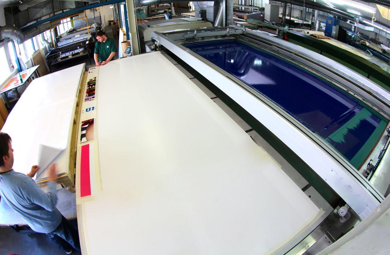 Einfarbsiebdruck im Format bis 4,0m x 1,50m