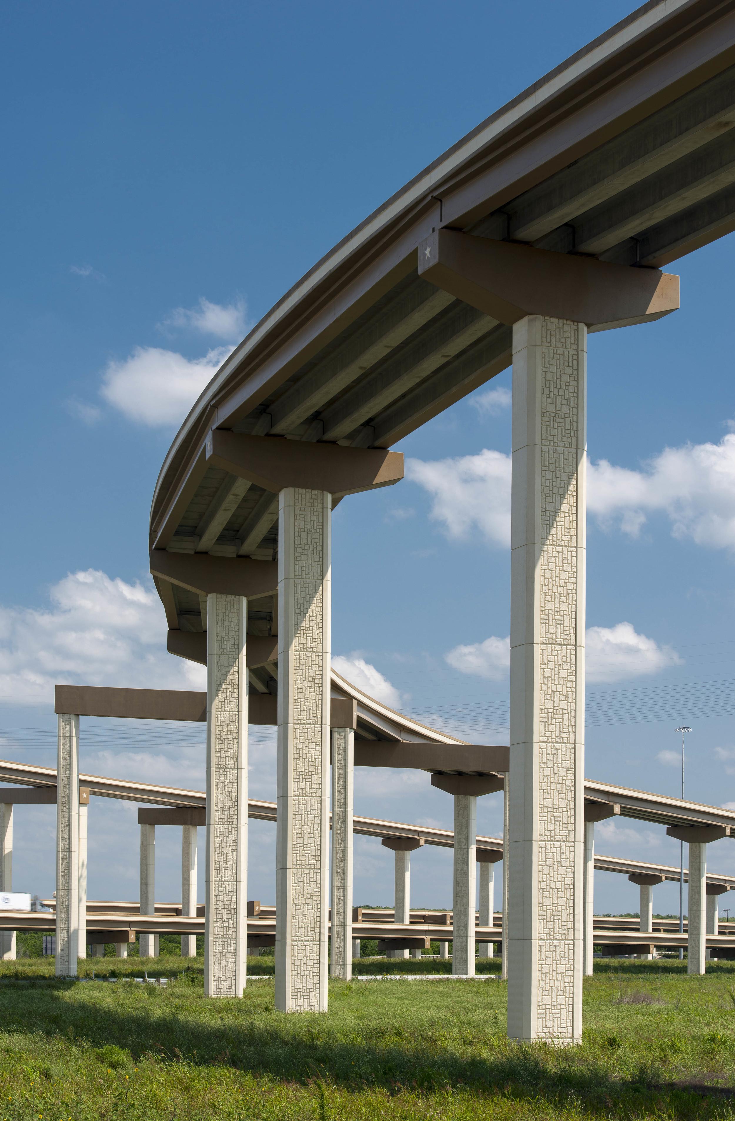 Texas_HWY_130_Toll_Road_201305_44.jpg