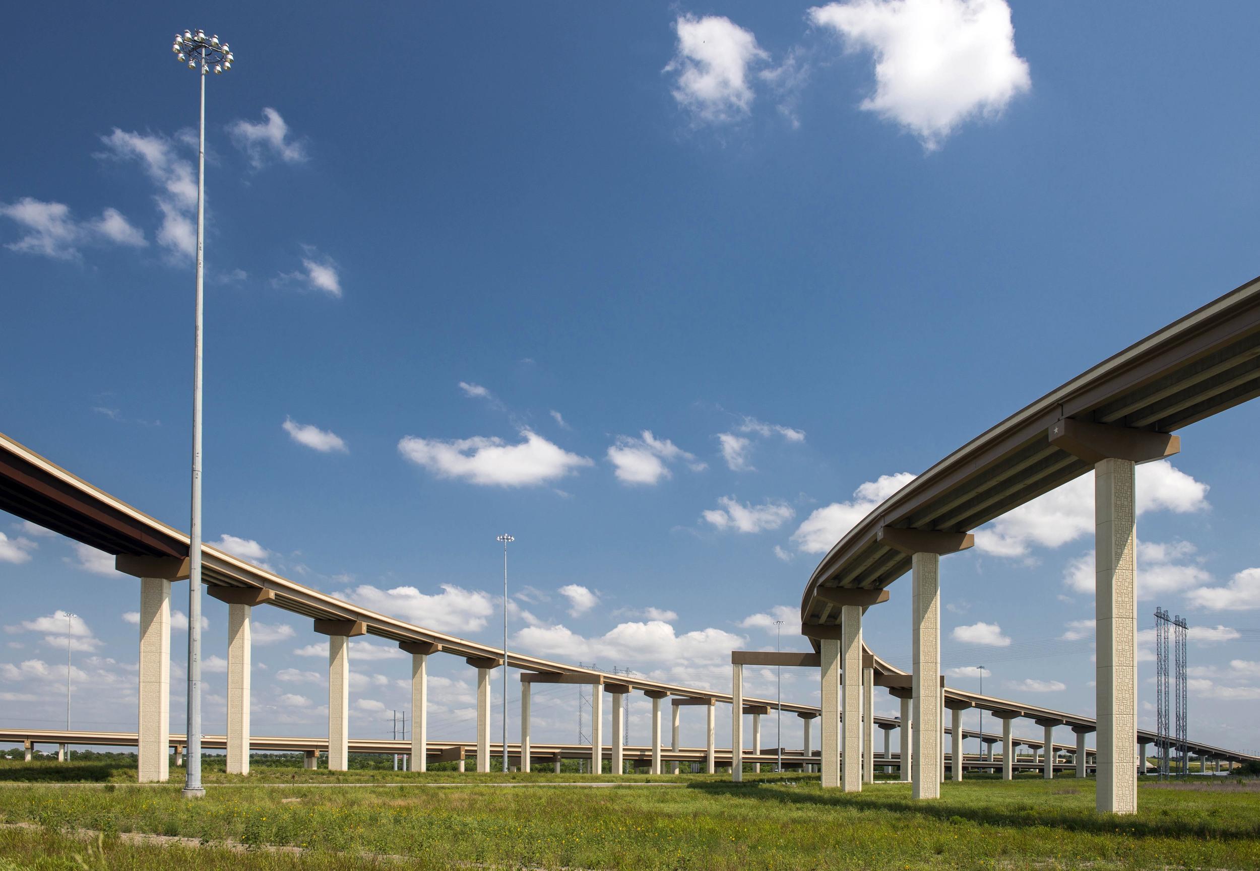 Texas_HWY_130_Toll_Road_201305_48.jpg