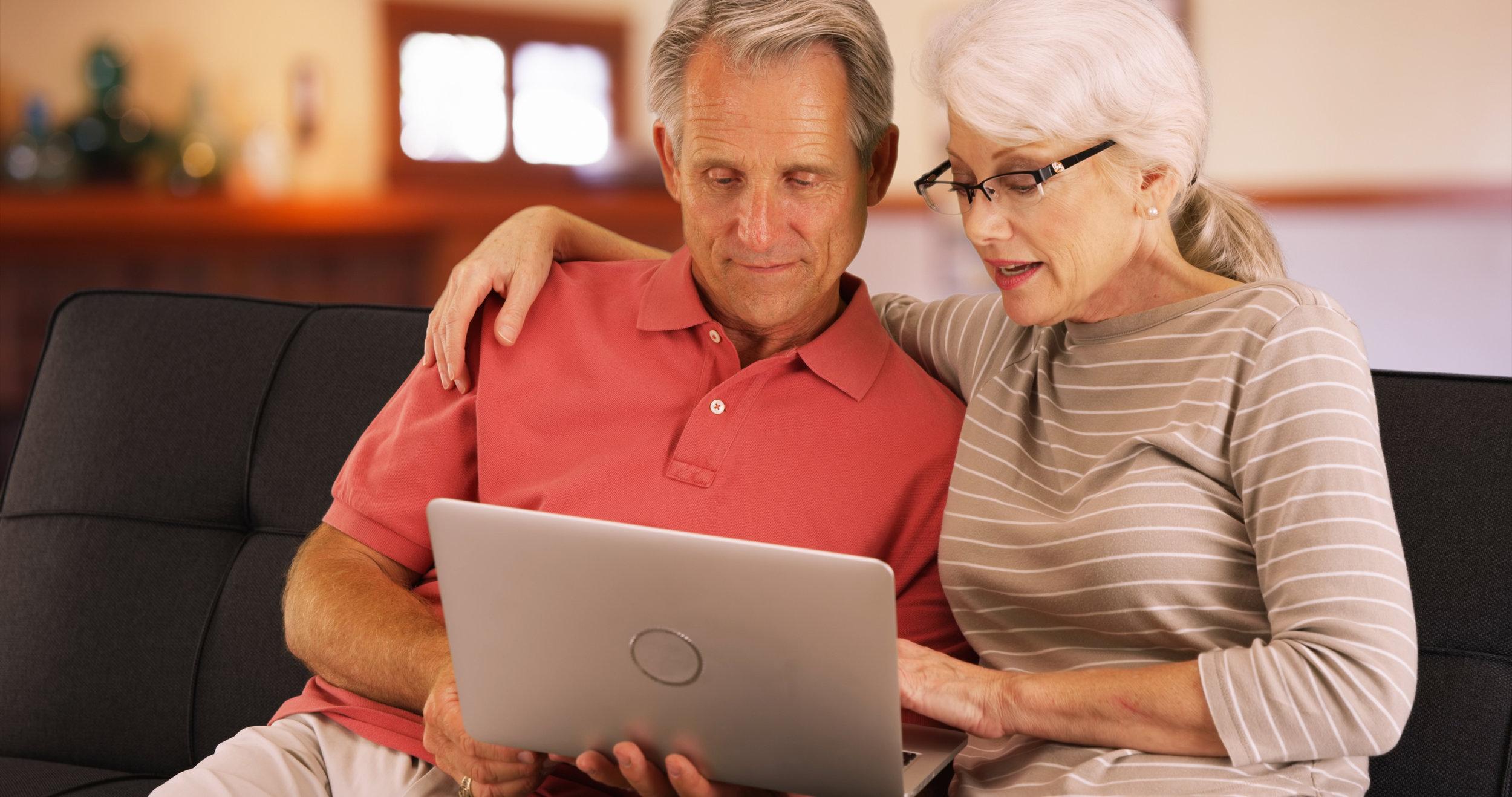 couple using laptop dreamstime_xxl_85373019.jpg