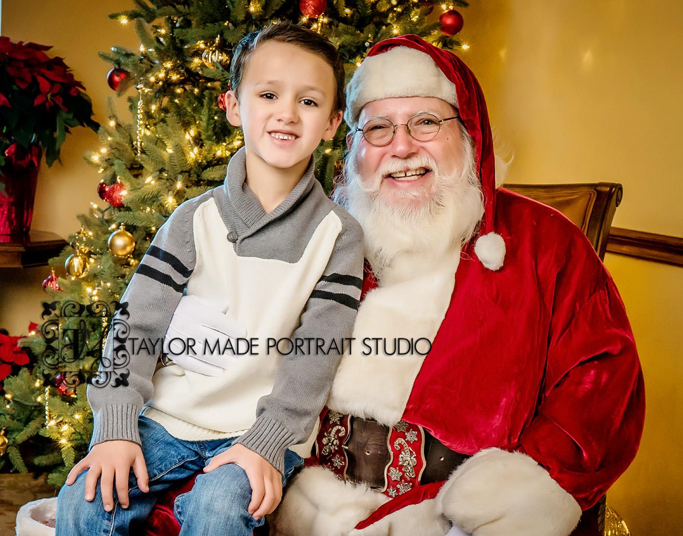 Santa_Pictures_Pflugerville_Photographer.jpg
