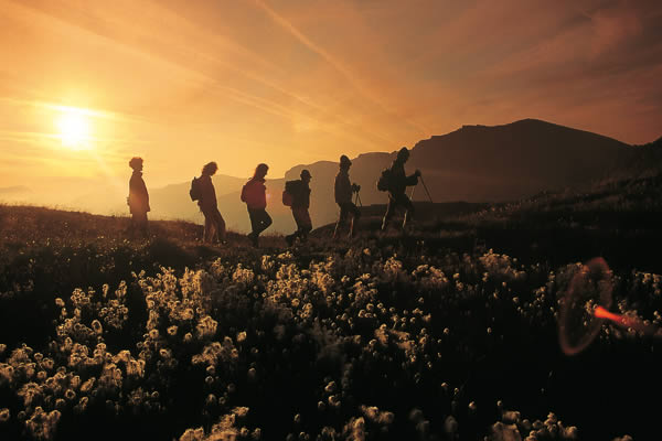 Team_Hiking_Sunset.jpg