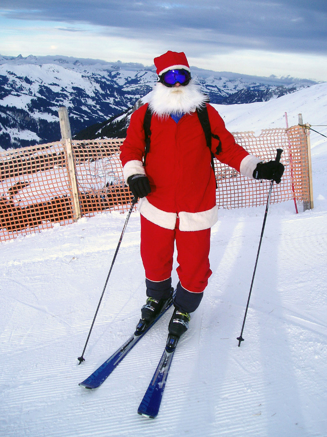 Santa_Clause_is_skiing_in_Adelboden by Norbert Aepli