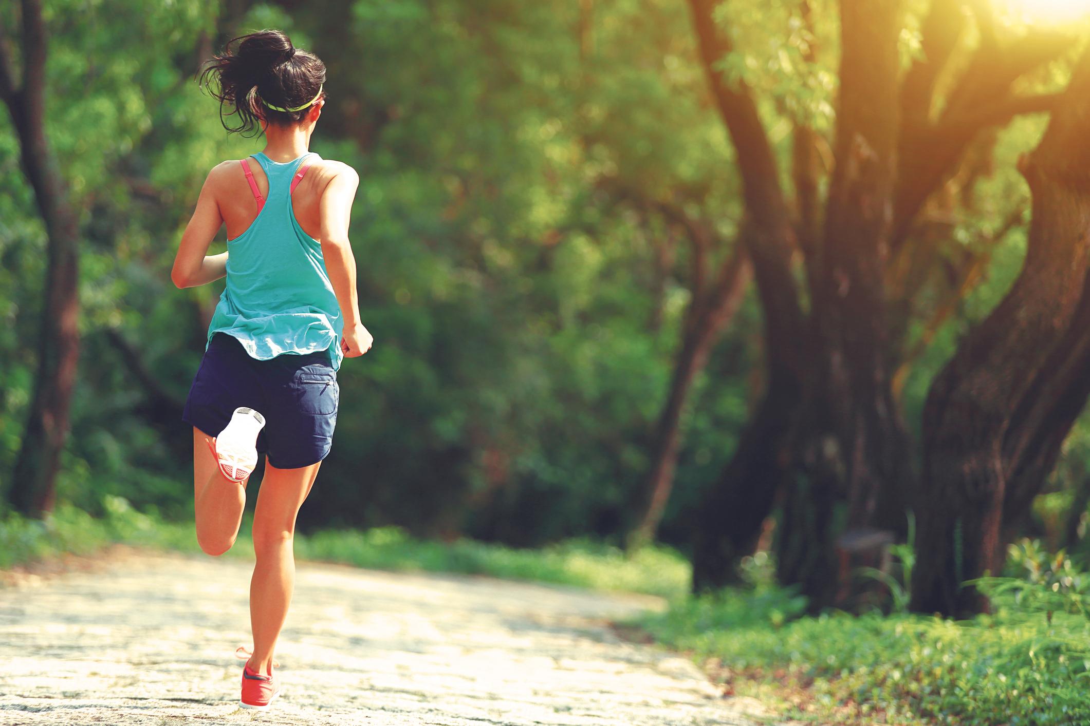 Champagne-Trail-Running-Woman-Running