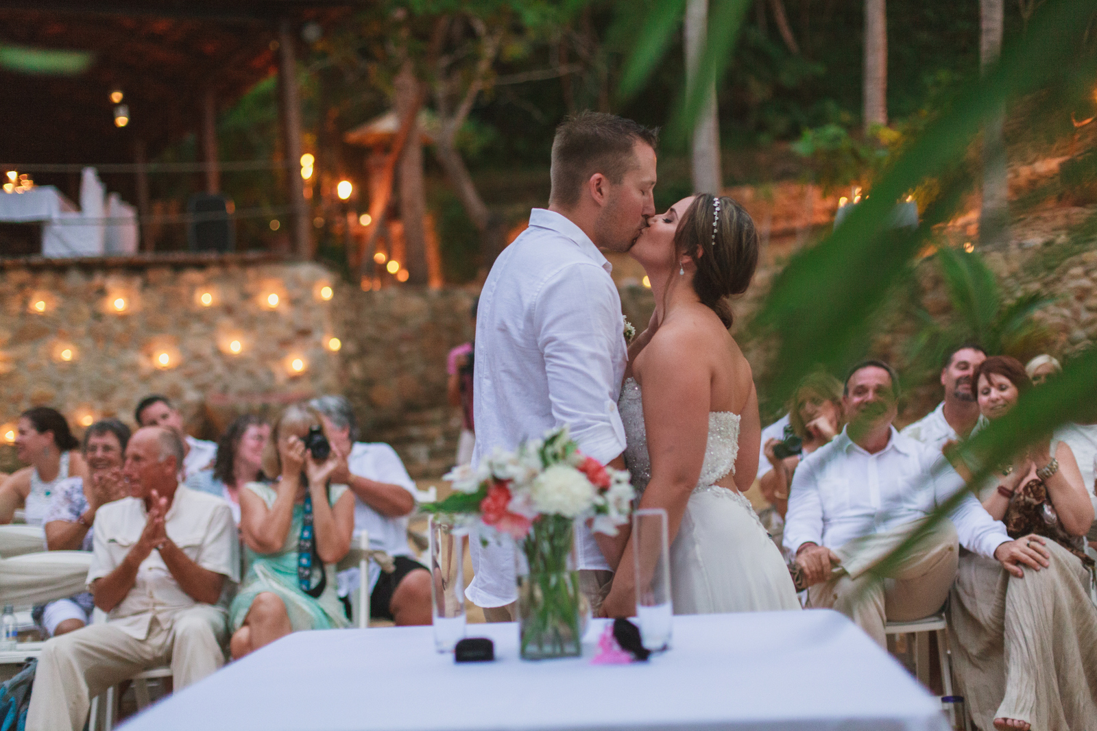las-caletas-wedding-ceremony-kiss