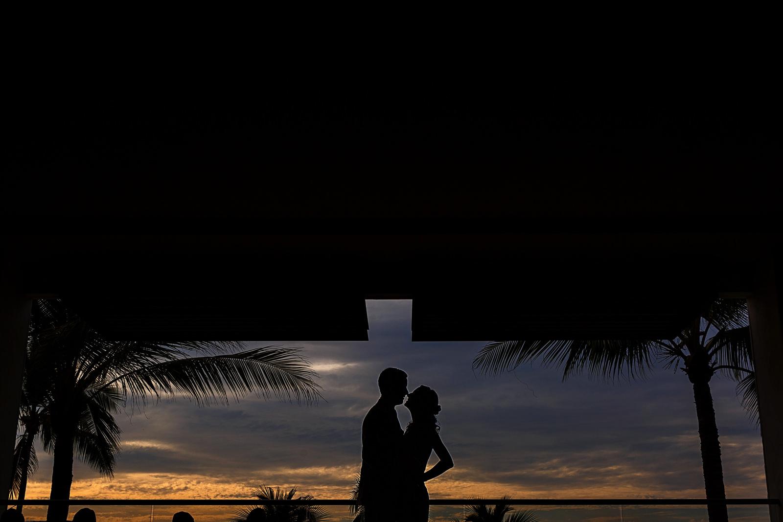 Silhouette of couple on Puerto Vallarta sunset at Hyatt Ziva Puerto Vallarta resort - Eder Acevedo cancun los cabos vallarta photographer