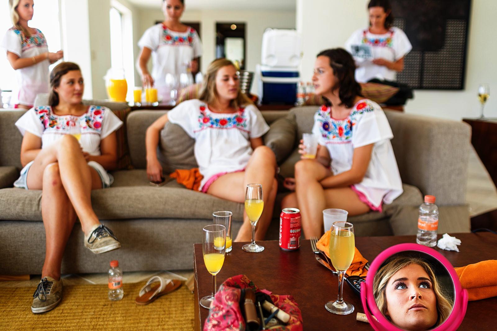 Bridemaids hanging in the suite - Eder Acevedo cancun los cabos vallarta wedding photographer