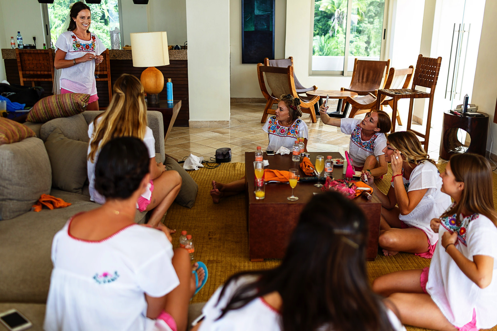 Bride and bridesmaids enjoying the getting ready before the wedding ceremony - Eder Acevedo cancun los cabos vallarta wedding photographer