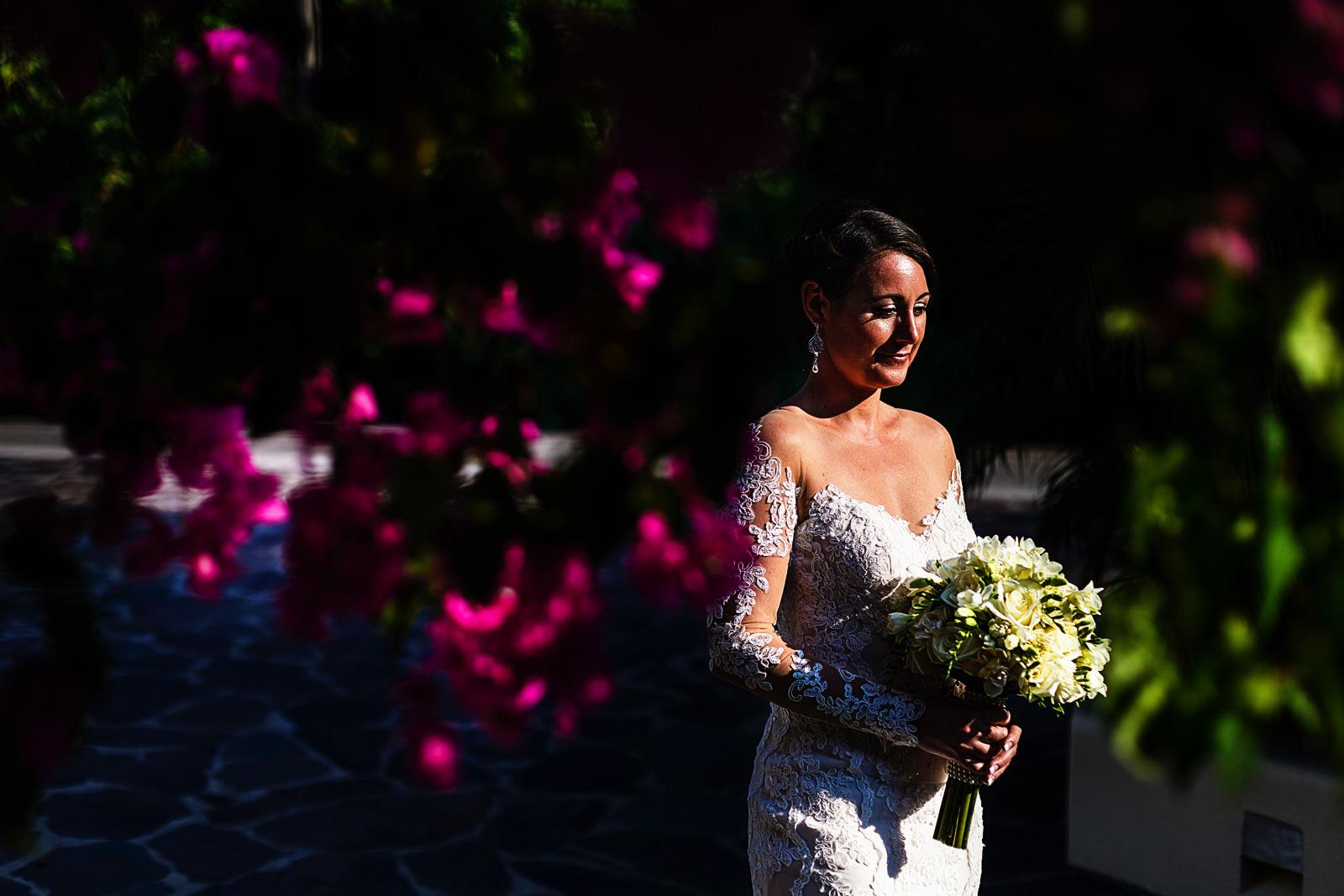 Portrait of the bride across some bugambilias