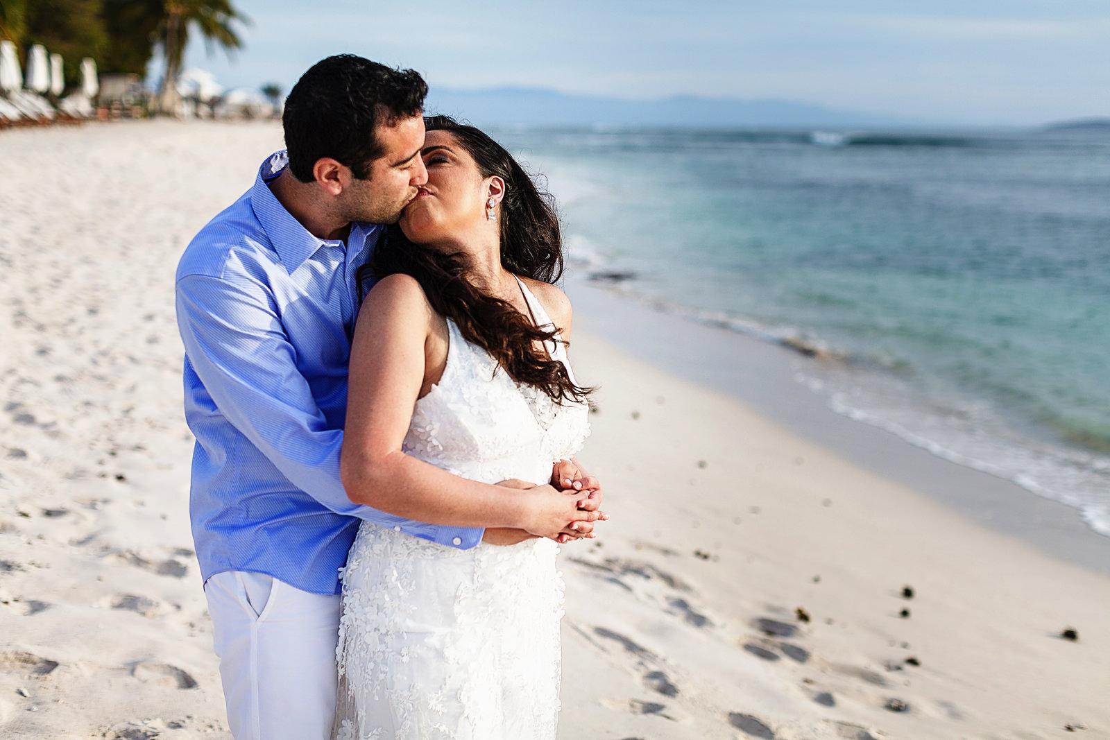 st-regis-punta-mita-wedding-kiss