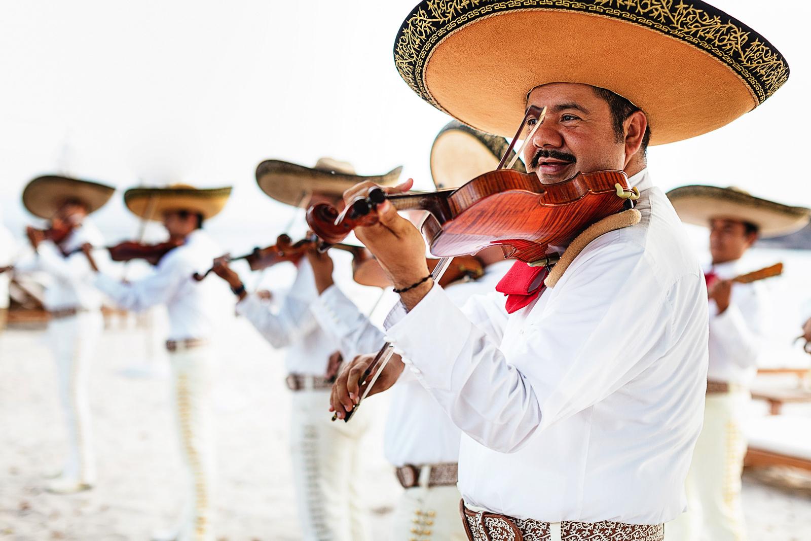 st-regis-punta-mita-wedding-mariachi
