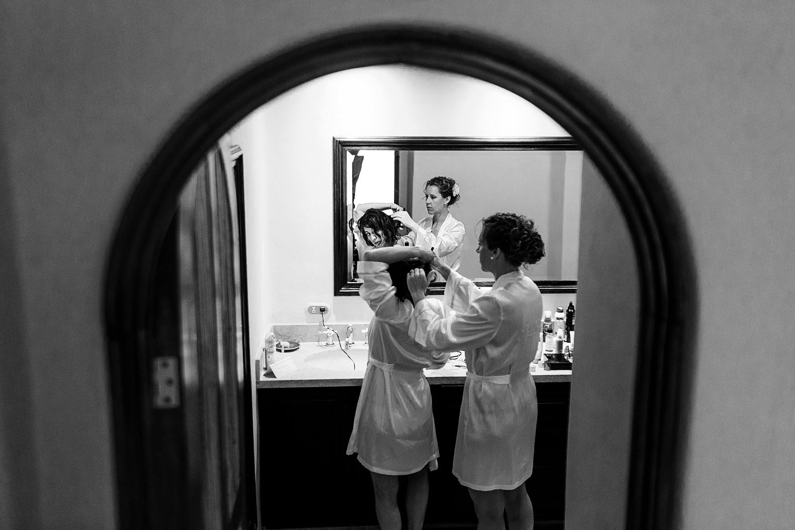 lesbian_brides_getting_ready