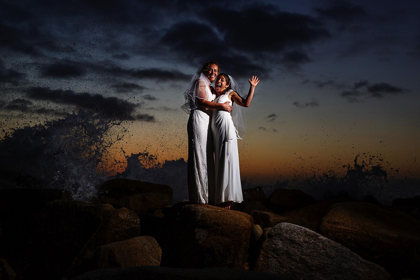 lesbian_couple_portrait_waves_crashing