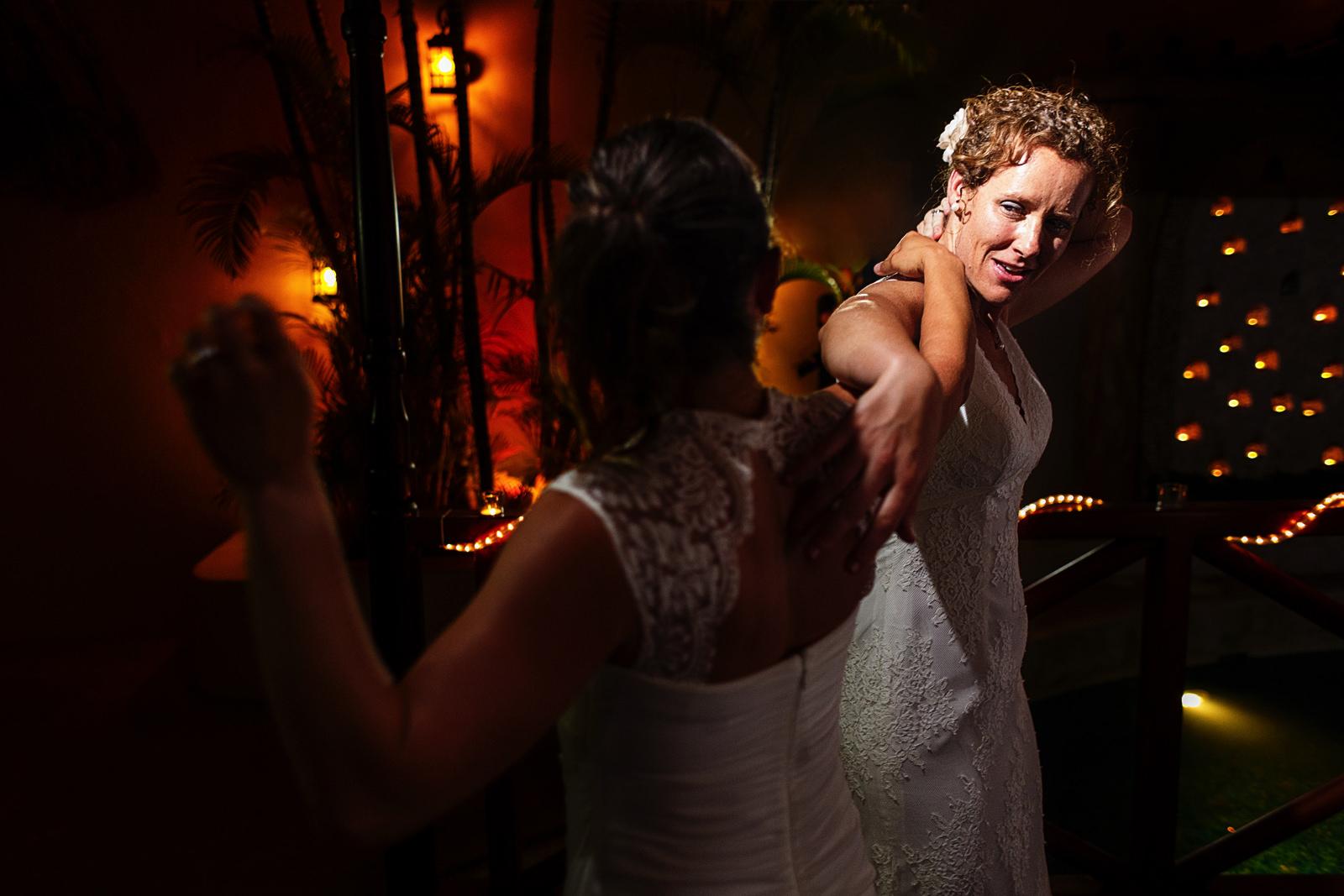 lesbian_couple_dancing_party
