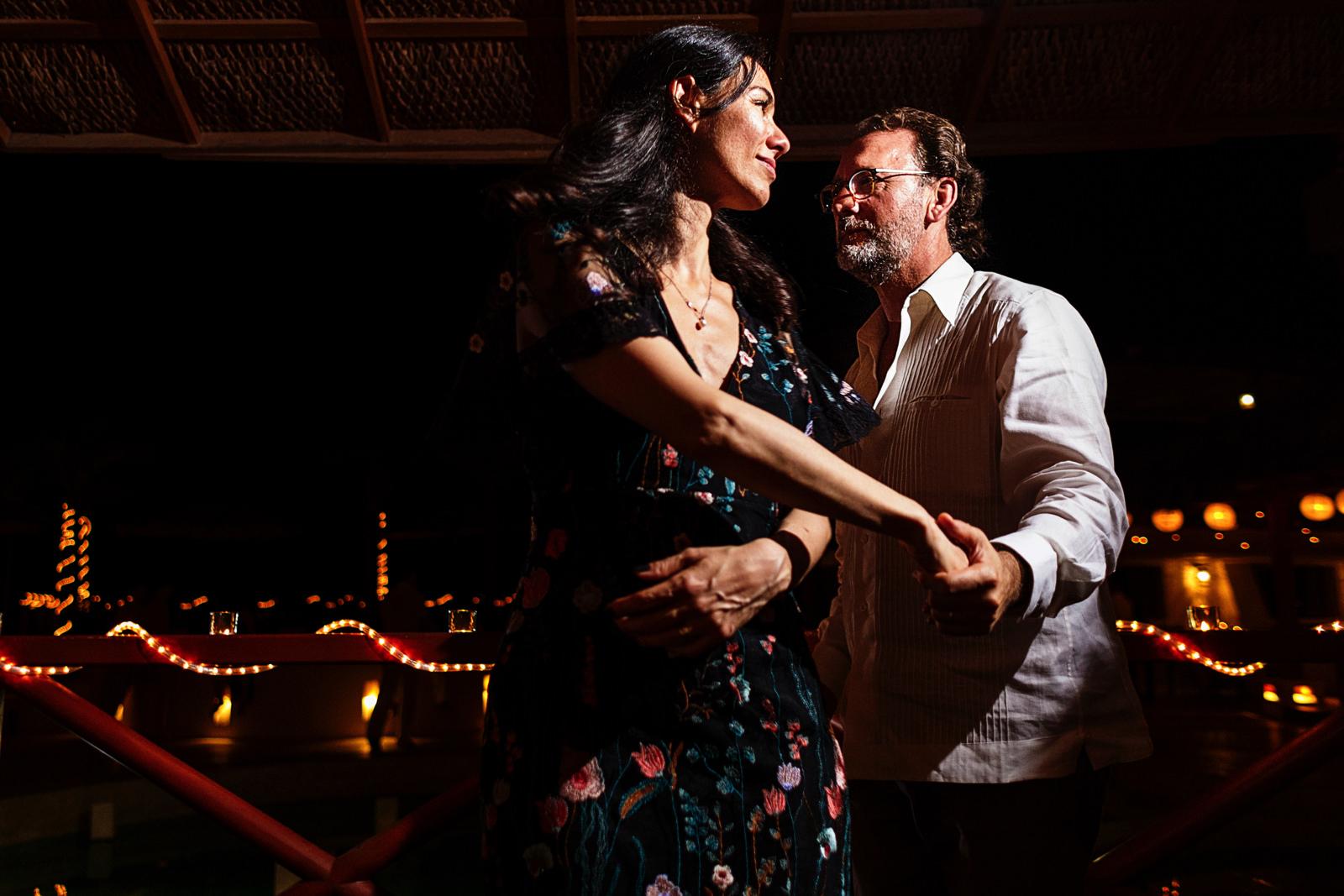 wedding_guests_dancing