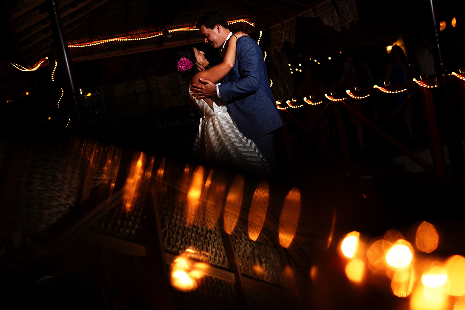 creative-view-couple-first-dance