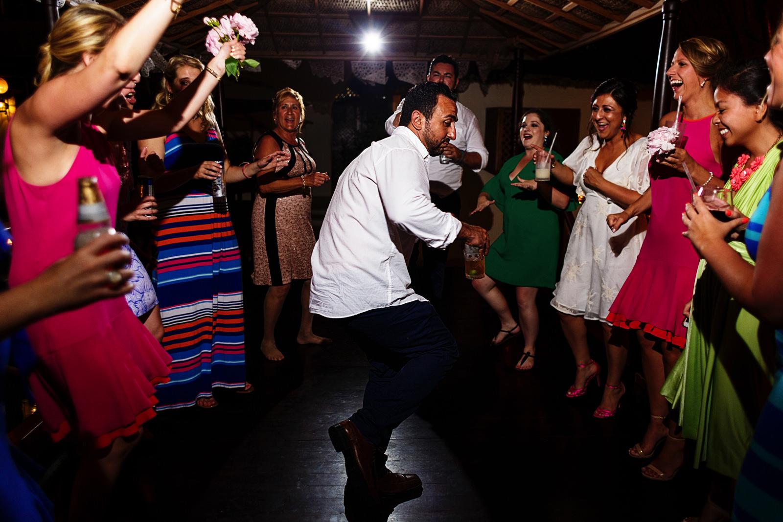 circle-of-dancers