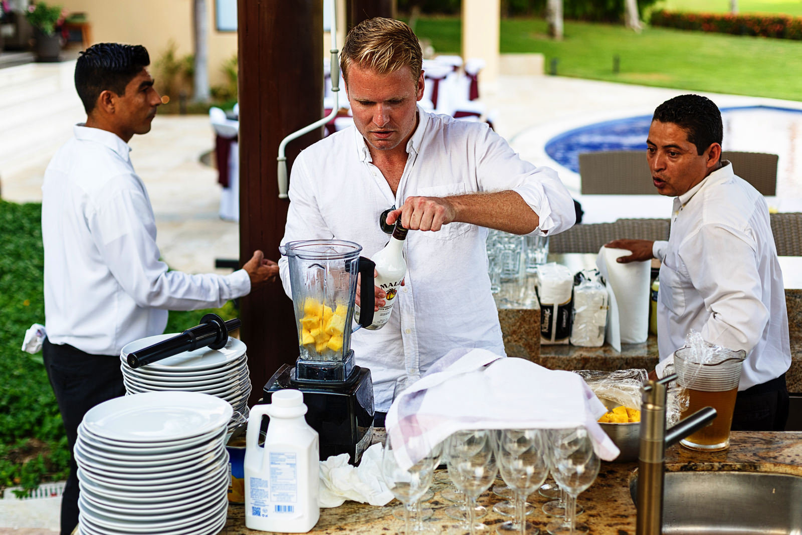 Brother of the bride makes piñas coladas in the rehearsal dinner