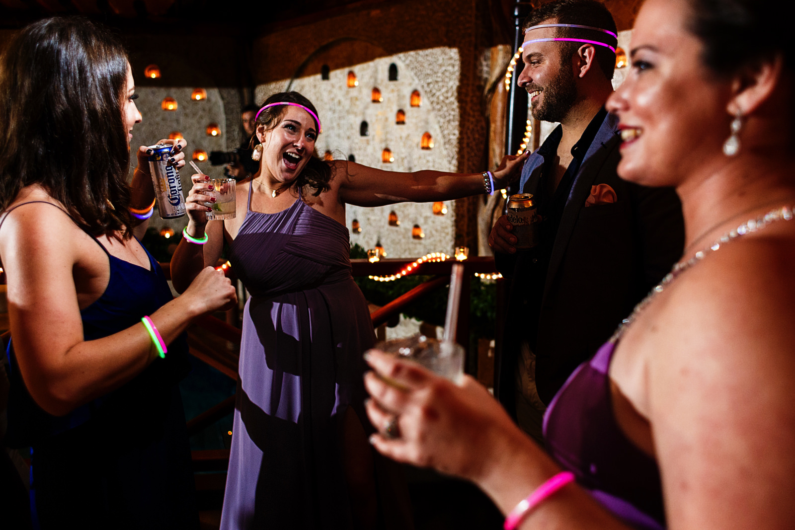 guests-party-fun-dancefloor-color-tubes.jpg