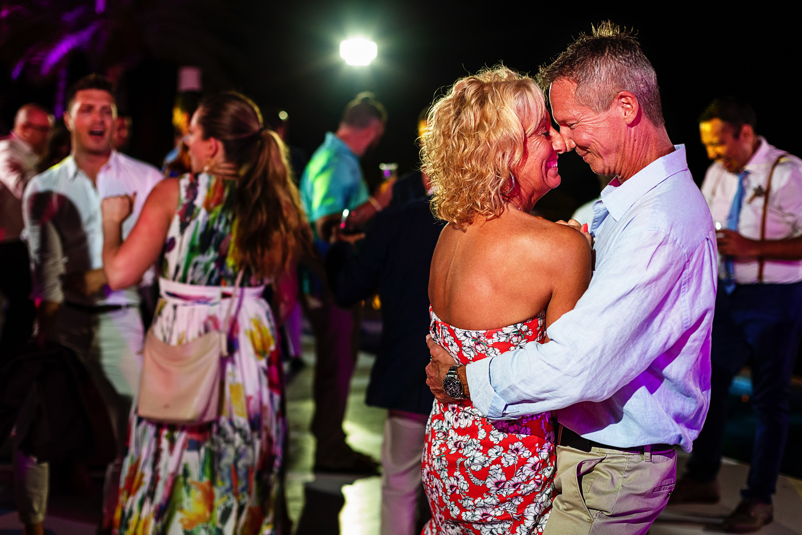 Wedding guests smooch in the middle of the dancefloor