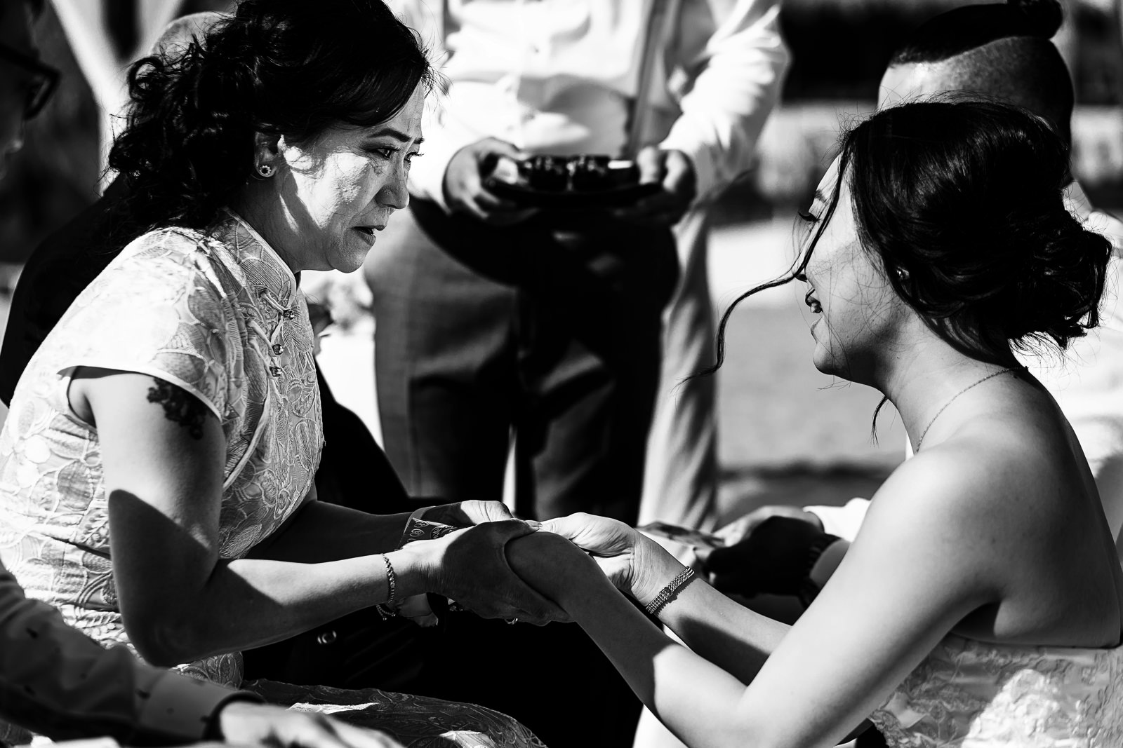 Bride gives her mom a letter as a part of a traditional asian wedding ceremony