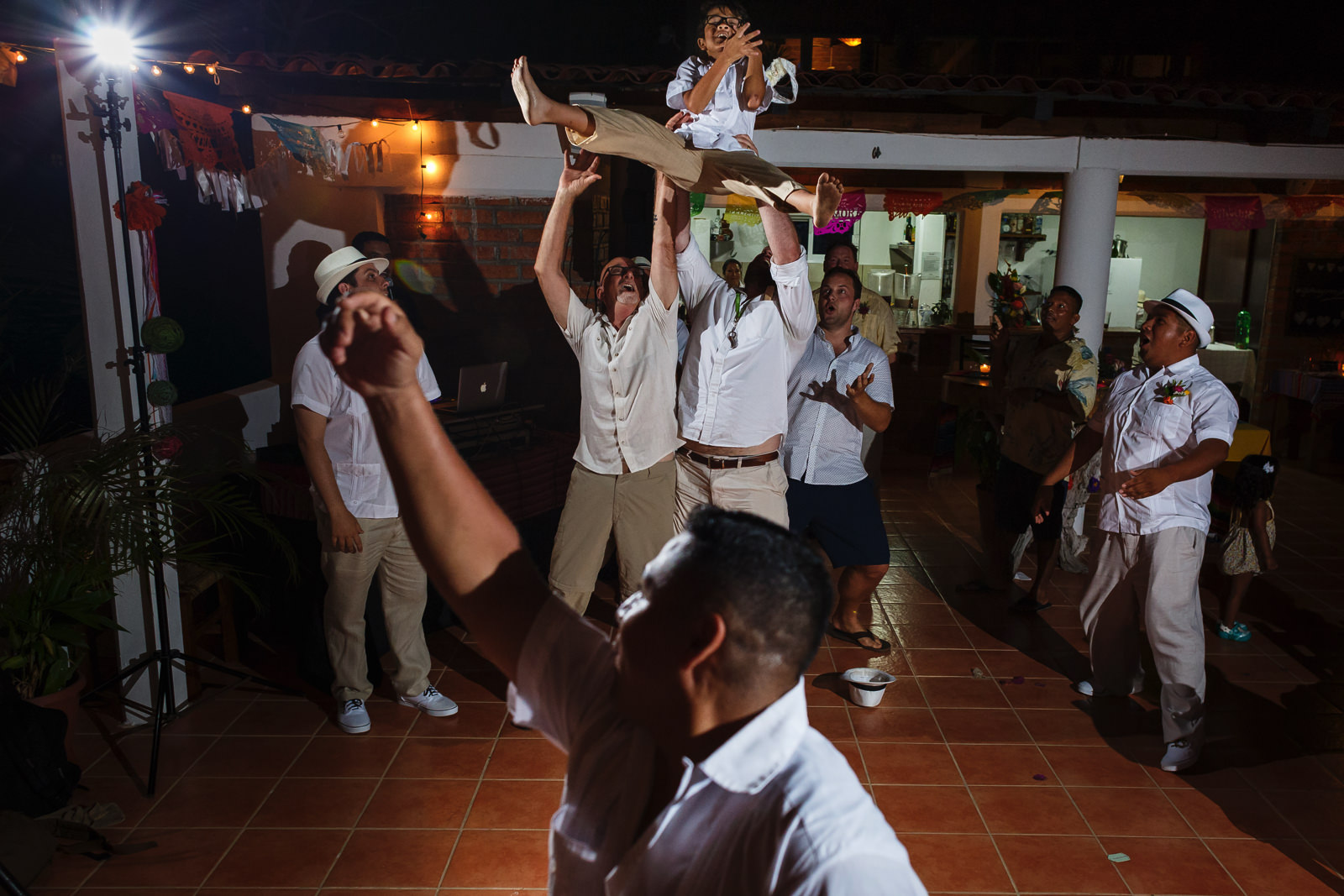 A flying kid almost grabs the garter at the toss in the terrace of Miramar Yelapa.