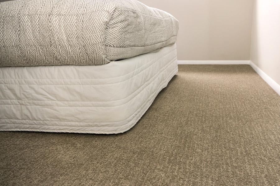 DSC00773-newport-bed3-carpet-900.jpg
