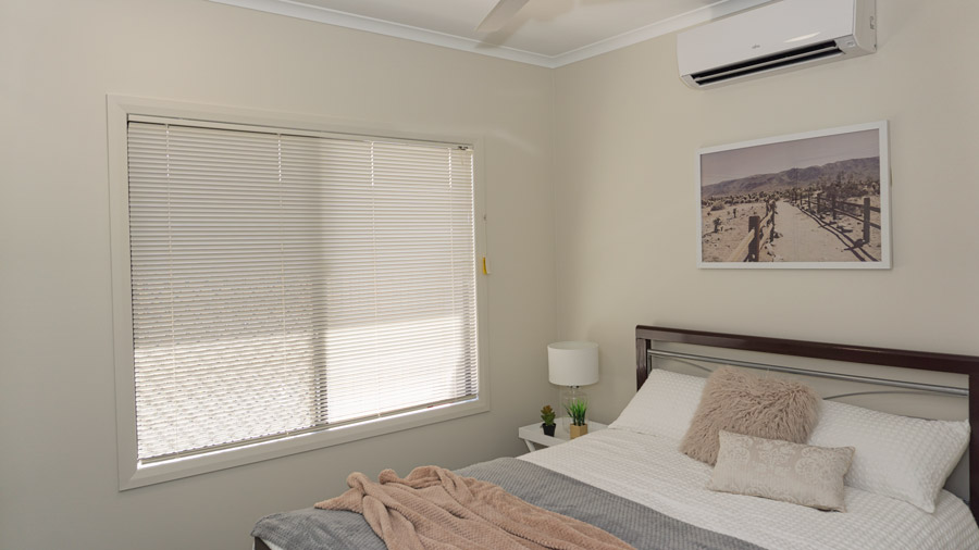 DSC00300-bed3-900.jpg