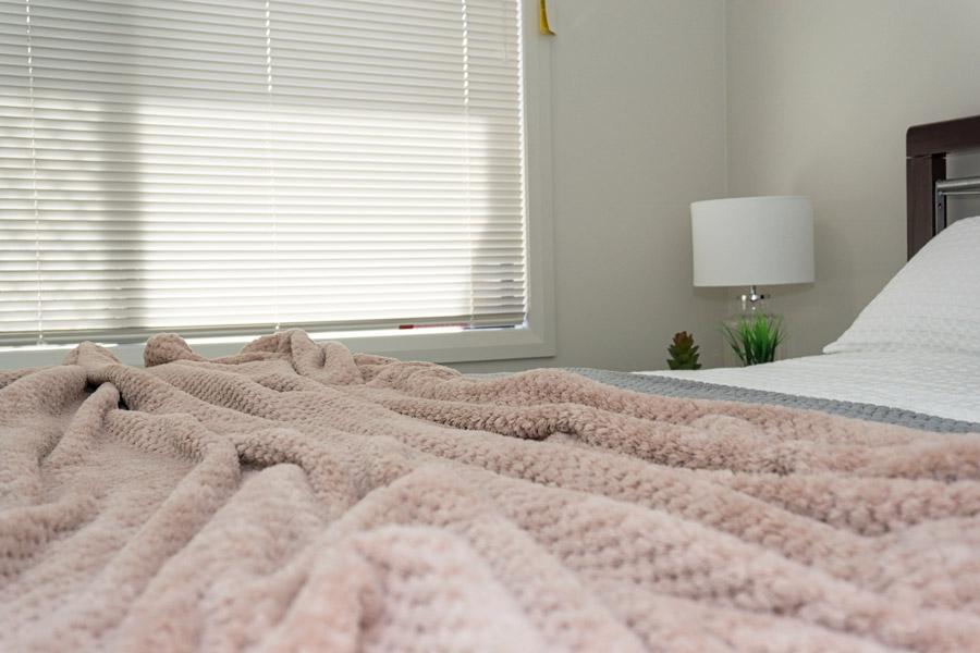 DSC00304-bed3-900.jpg