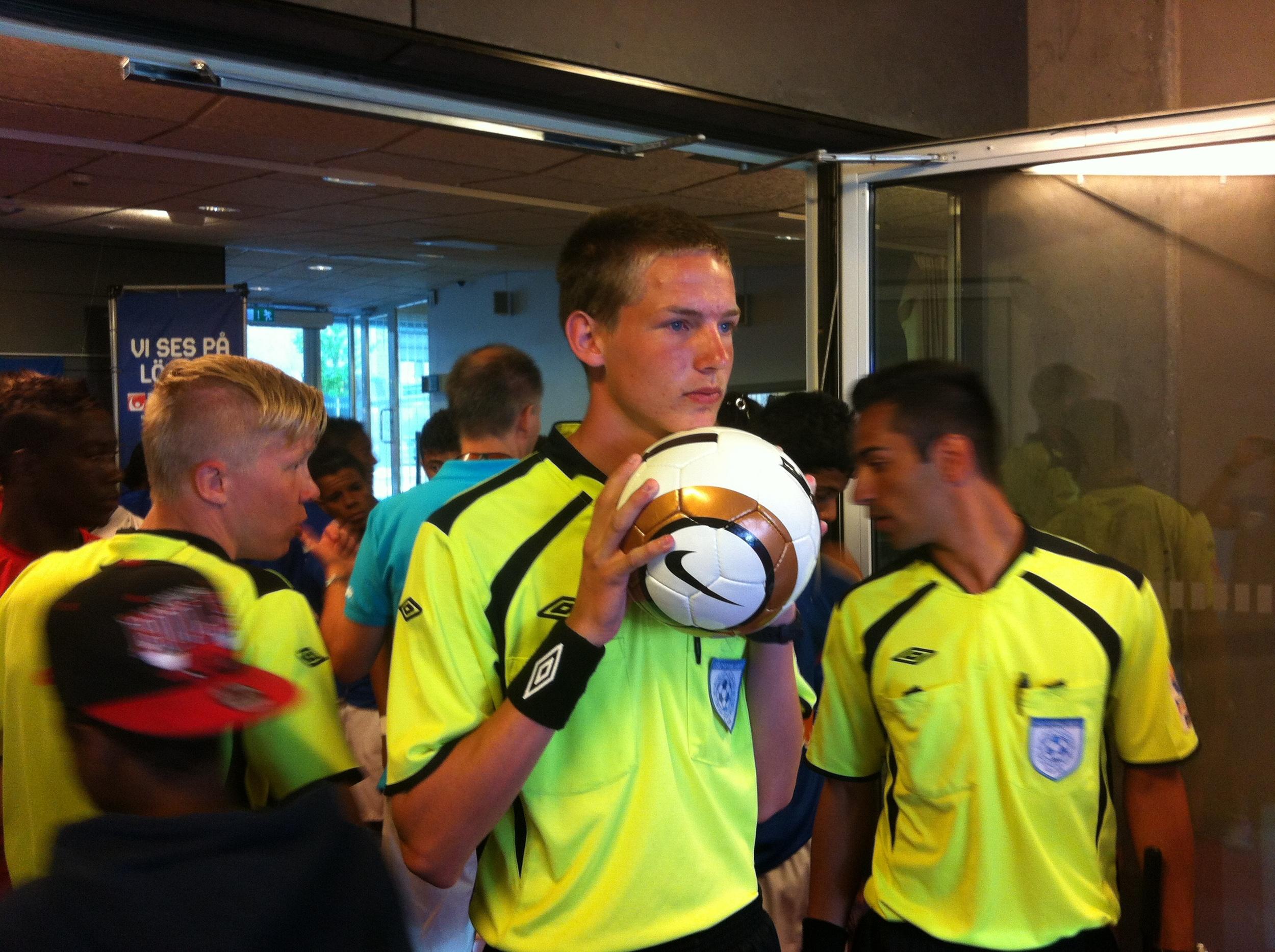 Dømte for 12.000: Harald Røvig Sletner var hoveddommer i G16-finalen i Gothia Cup.