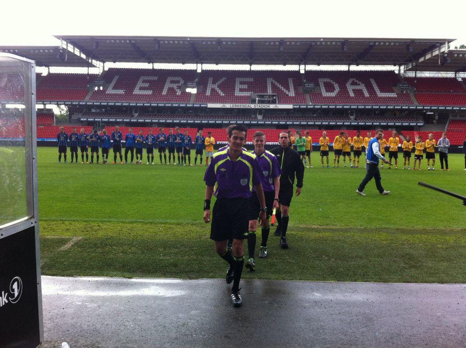 Menhaj Haidari (foran) og Stian Sletner fra Oslo dømte finale i Skandia Cup på Lerkendal.